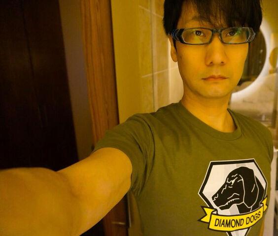 File:Kojima-E3-2014-Diamond-Dogs-T-Shirt.jpg