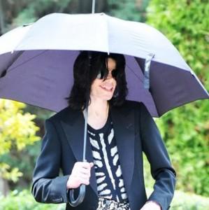 File:Michael-jackson-with-umbrella-299x300.jpg