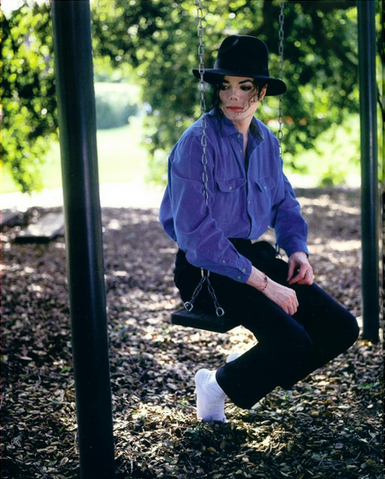 File:Michael Jackson on a Swing.png