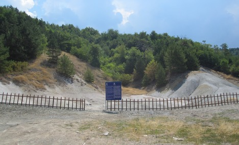 File:5851260-Duvalo Volcano Ohrid.jpg