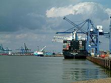 File:220px-Felixstowe port.jpg