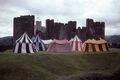 Zeltlager Caerphilly Castle, Wales.jpg