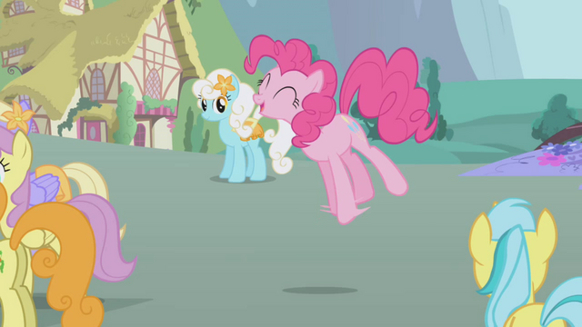 File:Pinkie Pie singing S1E3.png