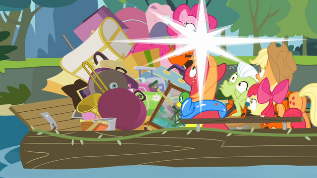 File:Pinkie Pie taking a picture S4E09.png