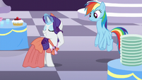 Rarity changes to a different dress S5E15