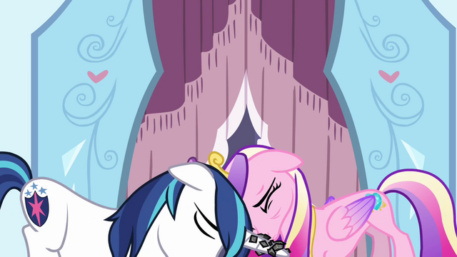 File:Shining helping Cadance up S3E2.png