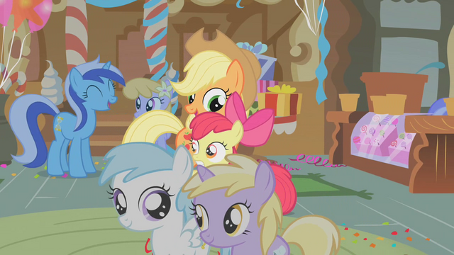 File:Apple Bloom alarmed S1E12.png