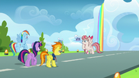 Angel Wings hovering over to Twilight and Rainbow S6E24