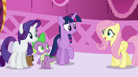 Fluttershy greets Twilight S5E22