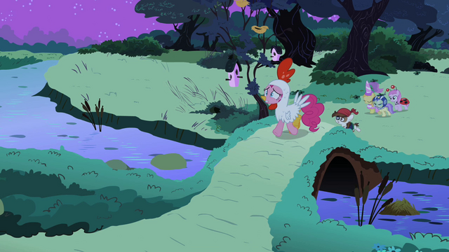 File:Pinkie walking S2E04.png