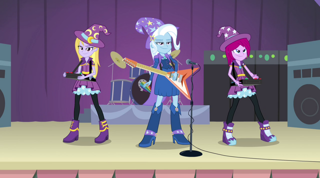 File:Trixie and the Illusions on stage EG2.png