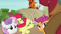 Apple Bloom trips over something S6E4