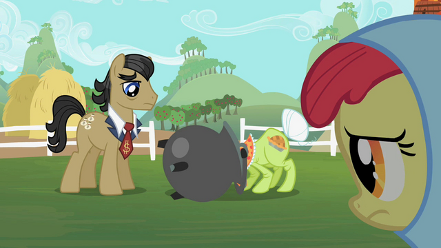 File:Granny Smith with pot on her head S2E12.png