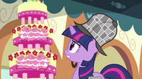 Twilight looking at MMMM S2E24