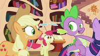Applejack, Apple Bloom and Spike S2E06