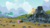 Applejack Running up the Pile S3E09