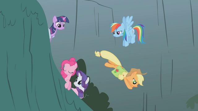 File:Applejack goes to help Fluttershy S1E07.png