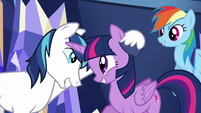 Twilight and Shining Armor's loving greeting S5E19