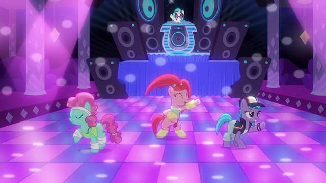 File:Ponies dancing to DJ Pon-3's music S6E9.png