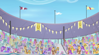Crowd of cheering ponies S4E05