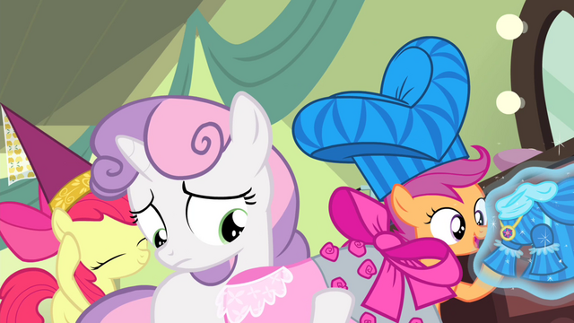 File:CMC with the dresses S4E19.png