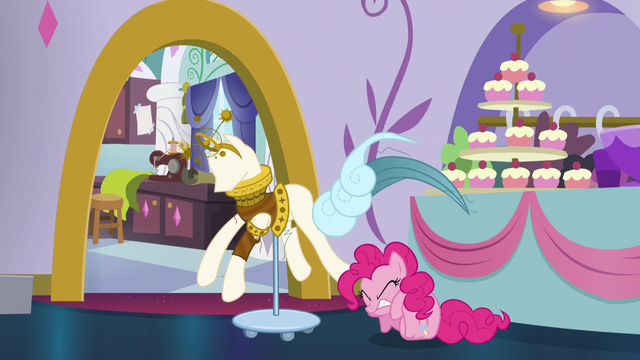 File:Pinkie falls down S5E14.png