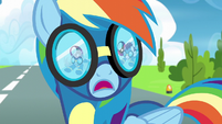 Soarin and Fleetfoot in Rainbow's line of sight S6E7