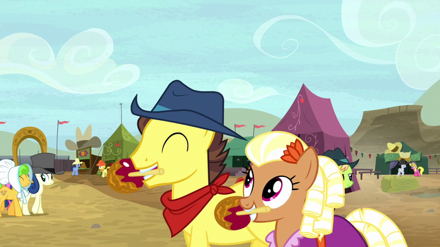 File:Appleloosa ponies enjoying caramel apples S5E6.png