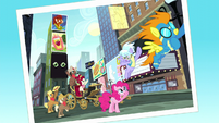 Photo of Pinkie and other ponies in Manehattan S5E11