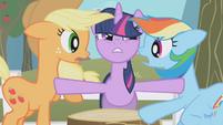 Twilight gets between Rainbow and AJ S1E03