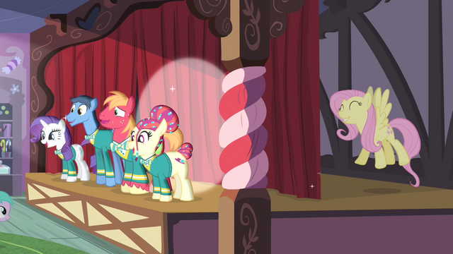 File:Fluttershy singing and Big Mac sweating S4E14.png
