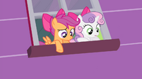 Sweetie and Scootaloo sees Apple Bloom fall S4E17