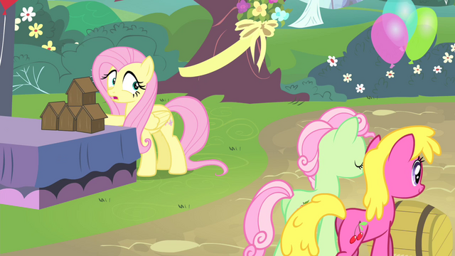 File:Fluttershy sees other ponies walking S4E14.png