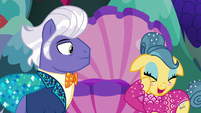 Trapeze star blushing with embarrassment S6E20