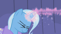 Trixie casting magic on Rainbow S1E06