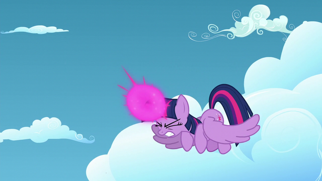 File:Twilight Sparkle about to teleport herself S5E26.png
