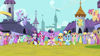 Twilight and friends singing and trotting S03E13