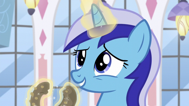 File:Minuette levitates a donut; separate it into halves S5E12.png