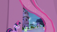 Twilight watches the storm clouds gather S6E1