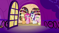 Twilight Sparkle's friends looking S2E03