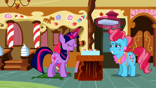 File:Twilight fixing the cupcakes S2E3.png