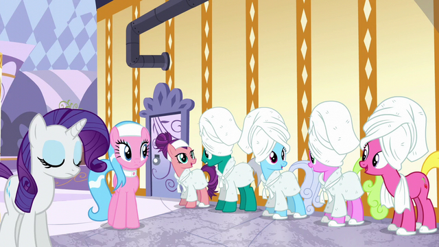 File:Ponies impressed by Applejack's explanation S6E10.png