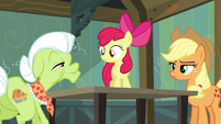 Granny Smith notices Apple Bloom's cutie mark S5E4