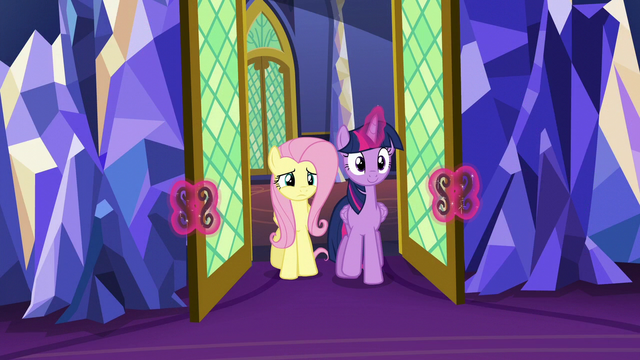 File:Twilight and Fluttershy return to the throne room S6E11.png