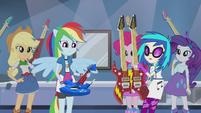 Rainbow Dash looking at her guitar EG2