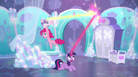Twilight intercepts Flurry Heart's magic again S6E1
