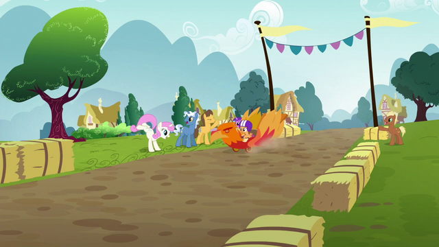 File:Scootaloo racing down the track S6E14.png