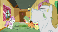 CMC sees Bulk Biceps pops out from the floor S6E4