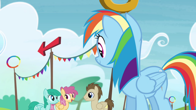 File:Rainbow looking at the other ponies S4E10.png