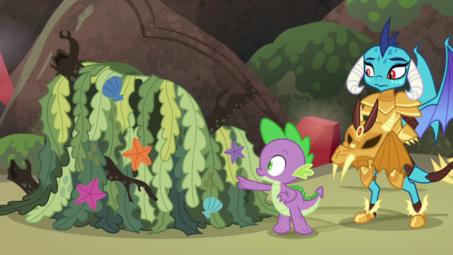 File:Spike poking seaweed pile S6E5.png